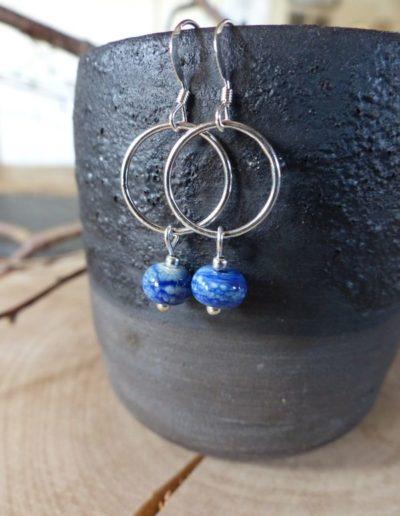 boucles d_oreille cercle perle bleue_