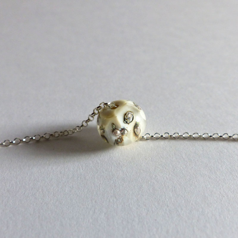 marie tellier collier perle de verre beige et argent