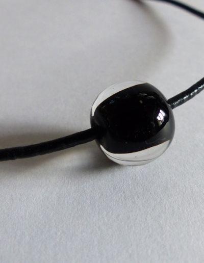 marie tellier_collier cuir perle de verre noire